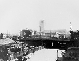 The station during construction, with the railway bridge over Schillerstrasse